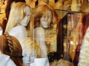 Perücken und Haarteile bei Haarscharf - Ihrem Friseur in Albershausen